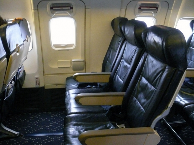 alaska-airlines-boeing-737-400-cabin-2010_14488