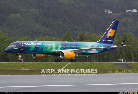 Icelandair Boeing B757-200