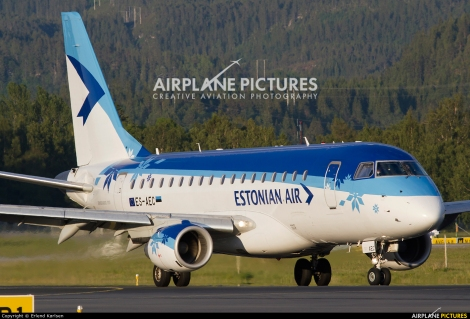 Estonian Air Embraer E170