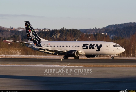 Sky Airlines Boeing B737-800